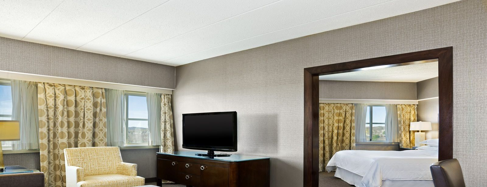 Sheraton Needham Hotel King Room Suite